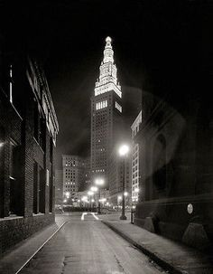 """My Momma was born in Cleveland. Cleveland circa """"Night alley to Terminal Tower."""" Amazing shot from an negative by the undeservedly obscure Theodor Horydczak. Cleveland Rocks, Cleveland Ohio, Columbus Ohio, Cleveland Scene, Cleveland Indians, Cincinnati, Shorpy Historical Photos, Vintage Photography, Night Photography"""