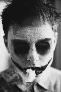 photography: Nikita Sergushkin, smoke, b/w, clown