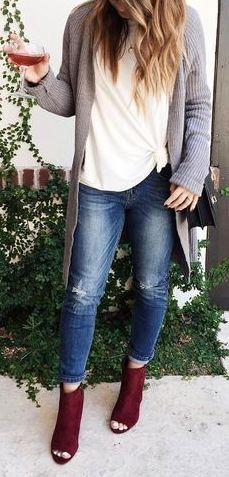 25 Cozy and Cute Winter Outfit with Jeans Jeans have become a necessary item for women's wardrobe. Jeans will add a vivid bit of color or texture to your outfit Winter Outfits Women, Warm Outfits, Jean Outfits, Casual Outfits, Cute Outfits, Cute Fashion, Fashion Outfits, Cardigan Outfits, Grey Cardigan
