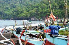 Simon Anon Satria: Pemandangan lokasi tempat parkir perahu tradisional di pantai Grajagan. Lokasi : Pantai Grajagan - Banyuwangi.