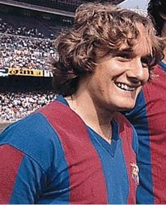 Allan Simonsen, born 15 December Danish striker, mostly for Borussia Mönchengladbach winning the 1975 and 1979 UEFA Cups, and FC Barcelona winning the 1982 Cup Winners' Cup. Fc Barcelona, Fifa, Good Soccer Players, Football Soccer, Messi, Club, 15 December, Sport, Den