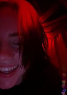 baby's live stream - ImPane Billie Eilish, Red Aesthetic, Aesthetic Pictures, Red Pictures, Her Smile, Funny Faces, Me As A Girlfriend, Pretty People, Beauty
