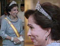 Princess Basma Diamond Scroll Tiara. This diamond tiara, composed of circle and feather elements, is worn by Princess Basma of Jordan.