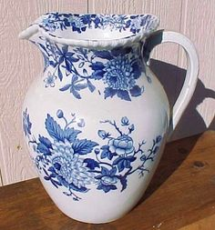 Stunning!!! 11 in tall English ironware pitcher!!!! Exc condition!! would be sooooooooo fab in blue/white country kitchen!!!!!!!!
