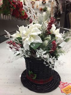 Frosty the snowman's hat. Christmas Topper, Easy Christmas Decorations, Christmas Arrangements, Christmas Table Settings, Christmas Hat, Christmas Centerpieces, Christmas Wreaths, Christmas Card Sayings, Christmas Wishes