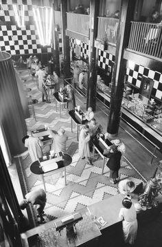 Zbyszko Siemaszko - Sala konsumpcyjna w barze przy ulicy Świętokrzyskiej, 1958.