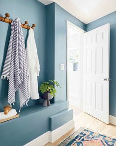 Need impactful and affordable ways to update a compact basement bathroom? Take a note from Emily Henderson and try our medium blue paint in Good Jeans!