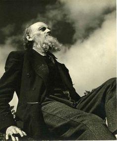Gerardo Murillo, mejor conocido como Dr. Atl, fue un pintor,cuentista, político, y periodista mexicano quien falleció hace 49 años, el 15 de agosto de 1964. http://arte.linio.com.mx/novedades/dr-atl-la-vida-de-el-agitador/