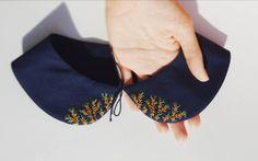 #peterpancollar with #seabackthorn berries  воротничок с облепихой  #handembroidery #ручнаявышивка #вышивка #embroidery #broderie #bordado #lerapetunina #embellishment #berries