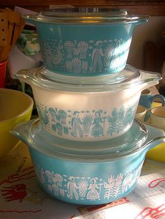 Vintage Pyrex Butterprint. I need these!