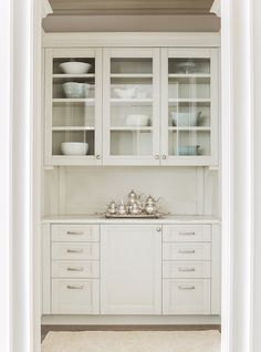 Butlers Pantry - Design photos, ideas and inspiration. Amazing gallery of interior design and decorating ideas of Butlers Pantry in kitchens by elite interior designers. Glass Front Cabinets, Upper Cabinets, Pantry Cabinets, White Cabinets, Cheap Rustic Decor, Cheap Home Decor, Pantry Design, Kitchen Design, Cozinha Shabby Chic