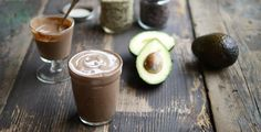 Once you start sipping on this lusciously smooth, mildly sweet chocolate avocado smoothie, you won't be able to stop. Healthy fats are the secret! Avocado Shake, Ripe Avocado, Best Smoothie Recipes, Good Smoothies, Vegan Smoothies, Healthy Drinks, Healthy Recipes, Healthy Fats, Healthy Eating
