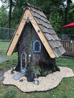 Gnome home Fairy Tree Houses, Fairy Garden Houses, Gnome Garden, Lawn And Garden, Fairies Garden, Tree Stump Planter, Tree Stumps, Fairy Garden Furniture, Mini Fairy Garden