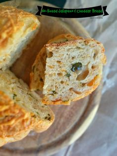 Learn how to make the ultimate FOOL PROOF no knead jalapeno & cheddar cheese bread!!NaiveCookCooks.com