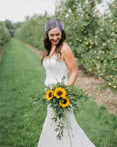 20 Sunflower Bouquets That Will Brighten Up Your Wedding Day Sunflowers are the perfect summer flower: They're large like their namesake, are beautifully bri Yellow Bouquets, Sunflower Bouquets, White Wedding Bouquets, Wedding Flowers, Bouquet Wedding, Sunflower Weddings, Greenery Bouquets, Wedding Dresses, Fall Bouquets