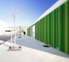 Sant Pere Pescador Kindergarden / Abar + Ovidi Alum, green shading! all good!