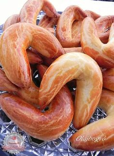 Pozsonyi kifli Hungarian Desserts, Hungarian Cuisine, Hungarian Recipes, Hungarian Food, Middle East Food, Homemade Sweets, Cheesy Recipes, Baking And Pastry, No Cook Meals
