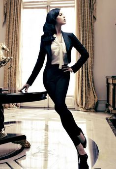 Katy Perry looks sooo gorgeous in this outfit!! The chiffon blouse with the black blazer and cigarette pants are SOO VERY chic!! (For more chic fashion check out the Chic Fashion board from Katelyn Adair!)