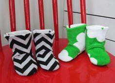 Irinka itseteossa: Vauvan tossut Baby boots +kaava Sewing For Kids, Diy For Kids, Sewing Hacks, Sewing Tips, Christmas Stockings, Knitting Patterns, Knit Crochet, Kids Fashion, Footwear