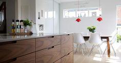 Hamran Snekkerverksted AS produserer kjøkken innredning, garderober, bad, møbler og det du måtte ønske deg av innredninger i ditt hjem. Hamran holder til på Sørlandet nærmere bestemt Snartemo i Vest Agder hvor vi produserer alt selv. 100% norsk produsert.