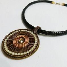 Soutache pendant by nenidesign Handmade Beaded Jewelry, Beaded Jewelry Patterns, Handmade Necklaces, Soutache Pendant, Soutache Necklace, Leather Jewelry, Wire Jewelry, Quilling Jewelry, Felted Slippers