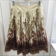 Elie Tahari Skirt Beautiful skirt with rich detail.  In excellent condition.  Falls just below the knee.  Is a size 2 but runs big.  Skirt is 100% cotton, lining is polyester and elastane. Elie Tahari Skirts Midi