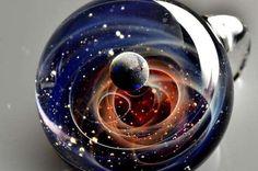 宇宙(ガラス細工)。小さい頃からガラス細工が好きだったのですがこれの作り方がずっと不思議です。本当にきれい...