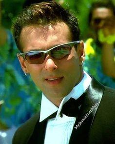Salman Khan Wallpapers, Mirrored Sunglasses, Sunglasses Women, Atif Aslam, Casual Outfits, Men Casual, Good Heart, Bollywood Actors, Handsome