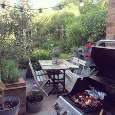 Summer {suhm- er}, noun: the warmest season in which you have as many bbqs and alfresco dinners as possible. Dinner dates in our garden are my favourite ✨ #friyay #rvkgardenlove