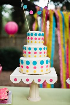 bright + cheery cake {Cake by 2tarts Bakery! Party Planning by Oh Goodie Designs}