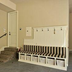 Ordnung im Eingangsbererich - No mudroom? Love this garage alternative - sublime decor