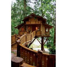 Holy fudge I had a repeating dream a couple years ago and it had this exact treehouse in it. :o mind=blown