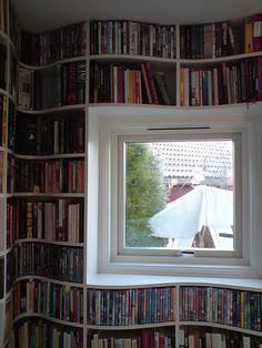 Love the curves. It creates dimension, as if the shelves were extending the books to the reader/observer