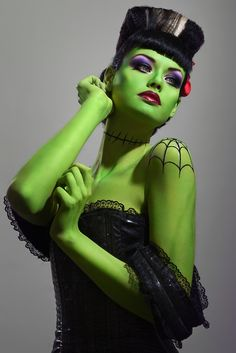 Still looking for a great pin up costume idea? We think that a pin up version of Bride of Frankenstein would be the best option for this Halloween. Halloween Chic, Looks Halloween, Costume Halloween, Scary Halloween, Halloween Face Makeup, Halloween Clothes, Zombie Makeup, Halloween 2014, Happy Halloween
