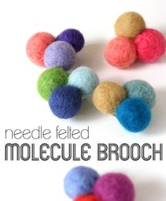 Might be that needle felting is so yesterday.anyhow, I heart these needle felted molecule brooches - might give it at try.would look good on a hair bang too.tutorial by My Poppet Diy Arts And Crafts, Felt Crafts, Fabric Crafts, Needle Felted, Wet Felting, Needle Felting Tutorials, Felt Brooch, Easter Crafts For Kids, Fabric Jewelry