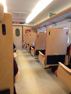 JR패스로 쿠마모토까지 신칸센을 타고 갈수가 있습니다. 오사카에서 출발한 열차에요~~ 실내가 매우 아늑하고 좋네요~~의자도 원목이라니!!!