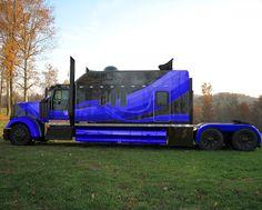 If I have to be a OTR Driver this is my truck. I love big trucks! This is the truck that would make me get my CDL's! Big Rig Trucks, Show Trucks, Custom Big Rigs, Custom Trucks, Scania V8, Truck Mods, Kenworth Trucks, Peterbilt, Volvo Trucks
