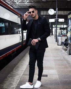 Waiting for my train Time for new adventures! Have a nice evening guys _____________________ #men #menstyle #streetstyle #style…