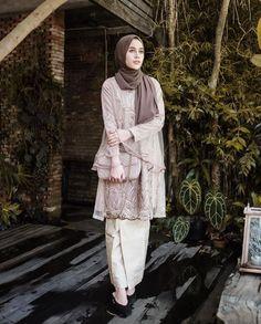 Image may contain: 1 person, standing Kebaya Modern Hijab, Kebaya Hijab, Kebaya Dress, Model Kebaya Brokat Modern, Dress Brokat Muslim, Kebaya Muslim, Muslim Fashion, Hijab Fashion, Fashion Outfits