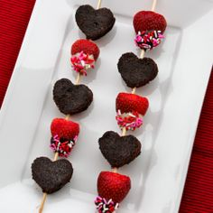Skinny Brownie Kabobs--- Cute idea but I would use No Pudge brownie mix.