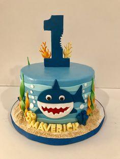 Baby shark birthday cake made by Teresa Lynn Cakes LLC Baby Hai Geburtstagstorte von Teresa Ly Cakes To Make, How To Make Cake, 2nd Birthday Cake Boy, Shark Birthday Cakes, Birthday Ideas, Fete Laurent, Baby Hai, Shark Cake, Bolo Cake