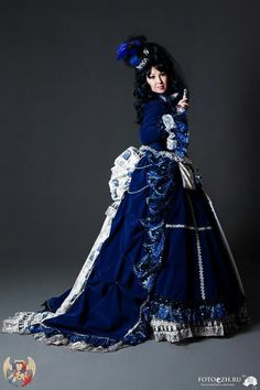 Celebrate the Art of Cosplay17 Tardis Dresses This is just beautiful.