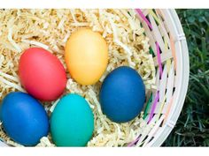 creative way to dye #Easter eggs