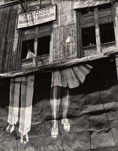 """Manuel Álvarez Bravo: """"Dos Pares de Piernas (Two Pairs of Legs)"""" (1928)"""