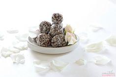 I miei dolcetti preferiti li dedico alle spose golose di Amatelier. Donatella http://www.amatelier.com/rubriche/amascoprire/item/568-debolezze-al-cocco