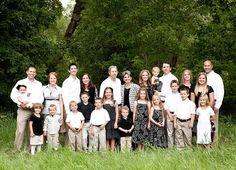 I like the black, white, khaki colors. Large Family Portraits, Extended Family Photography, Big Family Photos, Extended Family Photos, Large Family Poses, Family Picture Poses, Family Photo Sessions, Family Posing, Family Photo Colors