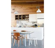 Great modern home tour! See inside the home of Alyson Fox, and artist and textile designer living in Austin, Texas. Domino features artist Alyson Fox in its summer 2016 issue. White Wood Kitchens, Cool Kitchens, Kitchen Interior, Kitchen Decor, Kitchen Lamps, Design Kitchen, Texas Homes, Living Room Kitchen, Dining Room