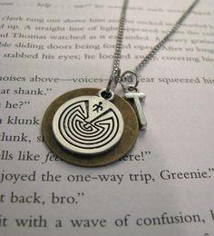 El collar El Corredor del Laberinto (15$)   35 Bellísimas joyas inspiradas en libros