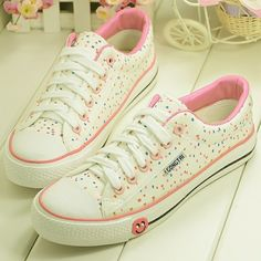 Sweet small fresh floral the smiley canvas shoes