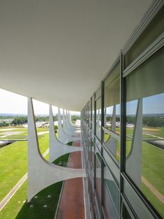 Oscar Niemeyer, Gonzalo Viramonte · Palácio do Planalto, 1960 · Divisare  https://www.pinterest.com/0bvuc9ca1gm03at/